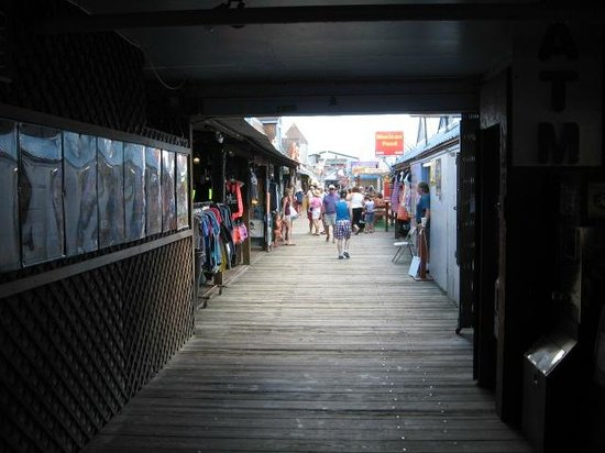 Old Orchard Beach Pier : Narrow and dirty for most of the length of the pier