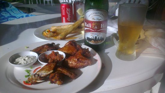 Sanur Paradise Plaza Suites: Chicken wings with chilli dip sauce, woohoa