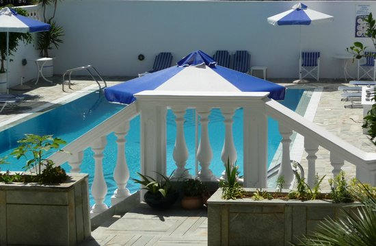 Armonia Hotel: La piscine vue de ma terrasse