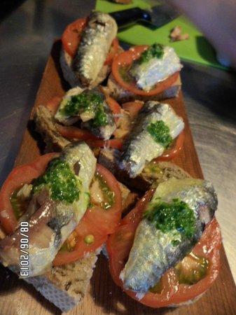 Como el agua: montadito de sardinas delicioso