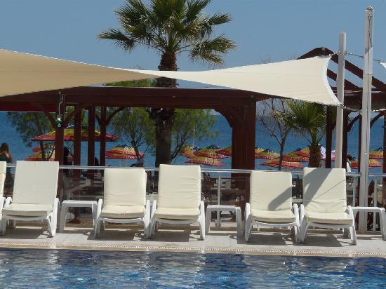 Viras Hotel - Restaurant : Pool Area