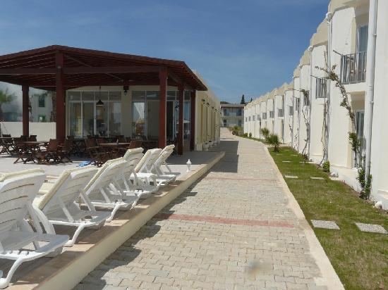 Viras Hotel - Restaurant : Walkway to Rooms