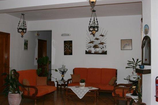Armonia Hotel : Petit salon d'attente