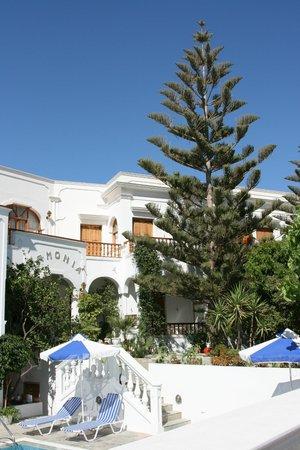 Armonia Hotel : On entrevoit ma terrasse,en bas à droite du A de ArmoniA