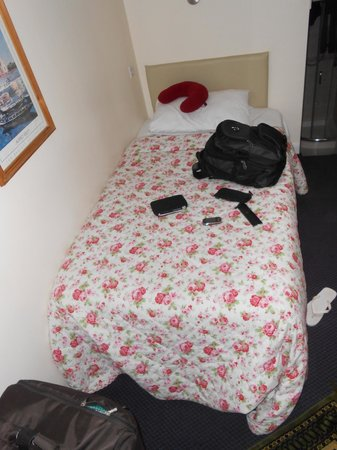 Grantly Hotel: Actual size of the bed