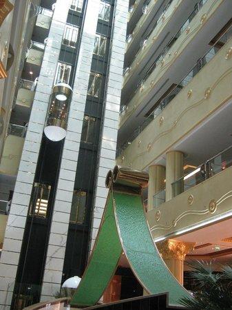 Grand Excelsior Hotel Al Barsha: Elevator