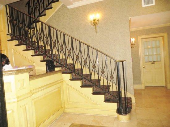 Place d'Armes Hotel: Lobby Area