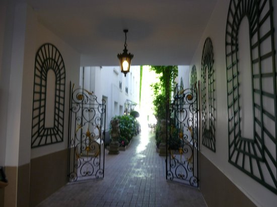 โฮเต็ล เดอ วาเรนเน่: Entrance