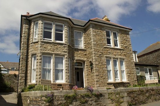 Welcome to Glenleigh House Bed & Breakfast Marazion