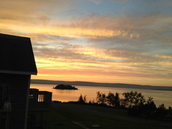 Dundee Resort & Golf Club: Sunset over Bras d'Or Lakes - view from our room
