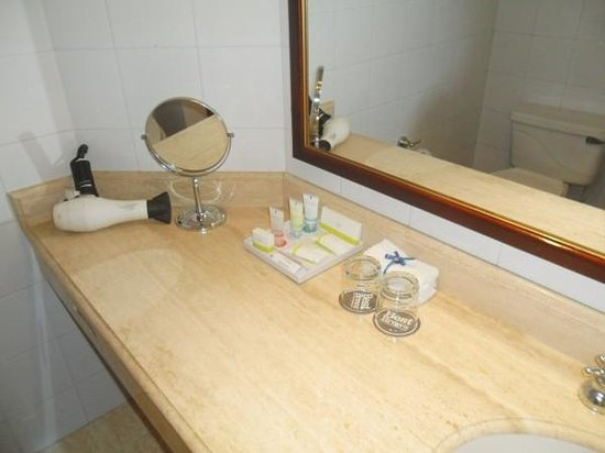 Four Points by Sheraton Medellin: Baño
