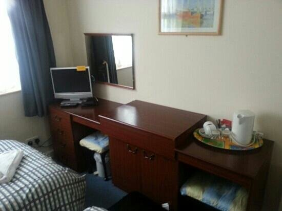 The Captain Cook Hotel: clean and tidy
