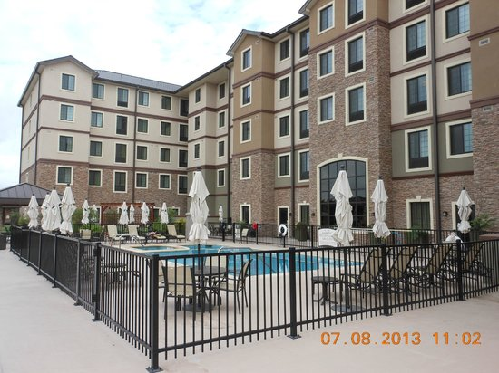 Staybridge Suites Stone Oak: Pool and outdoor area. VERY NICE.
