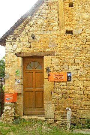 Sur le Chemin des Sens : Entrée maison d'hôtes