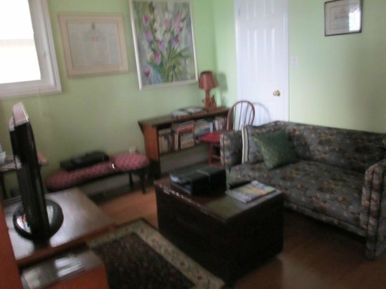Pelee Places: Family Room