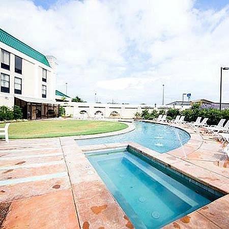 Baymont Inn & Suites Alexandria : Magnuson Hotel Alexandria Airport Pool