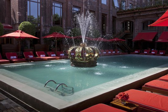 The Library Lounge Hotel Faena Buenos Aires: Pool bar