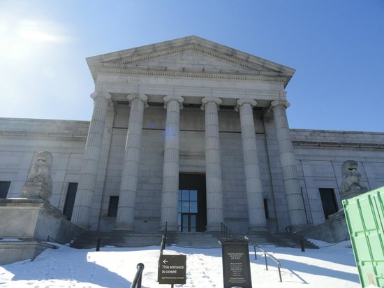 Minneapolis Institute of Art: The beautiful building, covered in snow!