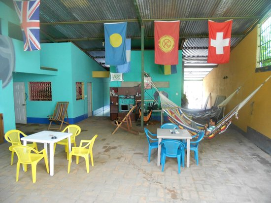 Yogi's Hostel: Middle area with tables and hammocks