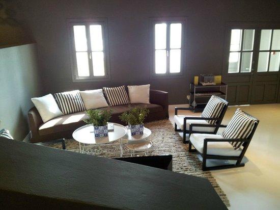 Anemi Hotel: salon + desk + internet up the reception