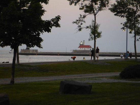 The Inn On Lake Superior: Pic from our room looking at Lighthouse were boats arrive and depart.