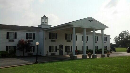 Knights Inn Sandusky OH: front of building