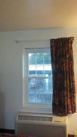 Knights Inn Sandusky OH : nice window in room