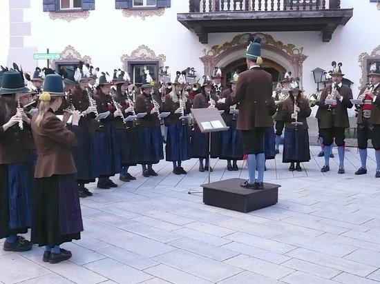 St. Hubertus: Lofter town band performs