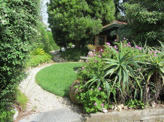 CASA DA TERRINA: bottom garden view