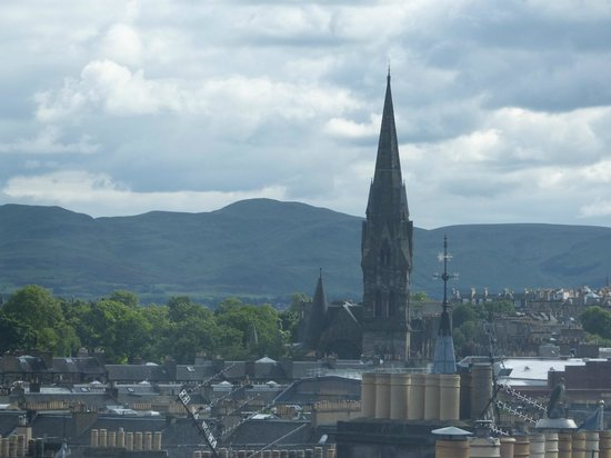 Premier Inn Edinburgh Central (Lauriston Place) Hotel: one of the window views (a bit zoomed in)