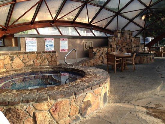 Best Western Mountain Shadows: Hot tub