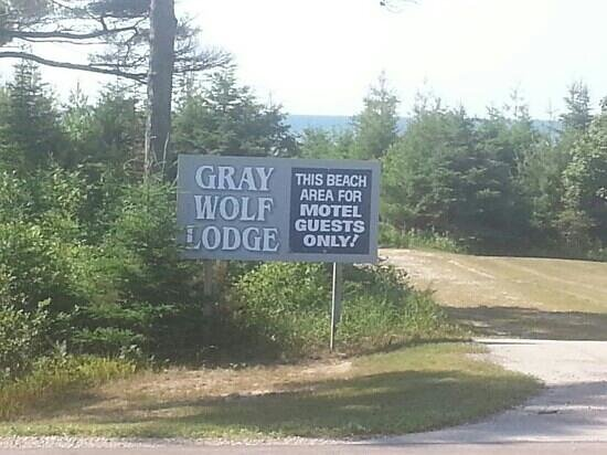 Gray Wolf Lodge: Private Beach