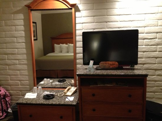 Best Western Mountain Shadows: Flat screen TV