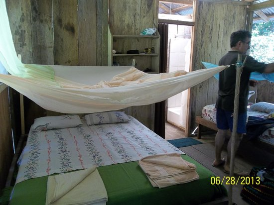 Shiripuno Amazon Lodge: nuestra habitacion con el mosquitero
