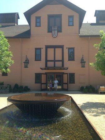 Trefethen Family Vineyards: Entrance