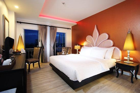 Chillax Resort: Deluxe Room with Jacuzzi