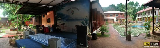 Purnama Beach Resort: kareoke set? with stage? probably yes.