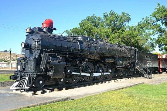 Motel 6 Kingman West: La loco vapeur sur son piédestal, à moins de 10mn