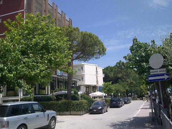 Hotel Beau Soleil: La via dove sorge la struttura: tranquillissima.