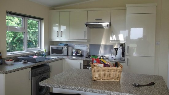 Ashbourne Heights Holiday Park: Kitchen