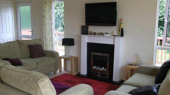 Ashbourne Heights Holiday Park: Living Room