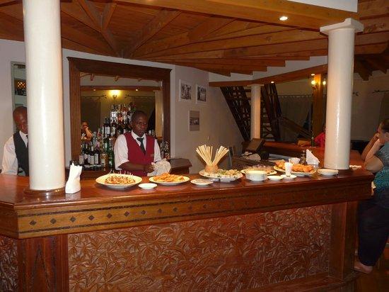 Ocean Beach Resort & Spa: Finch Hatton's Bar