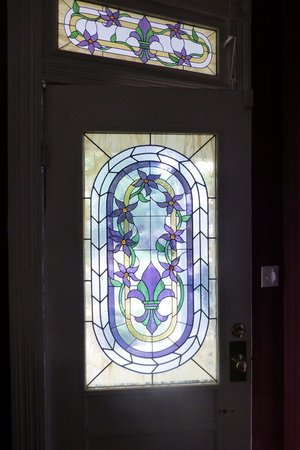 Violet Hill Bed and Breakfast: Front door window from inside