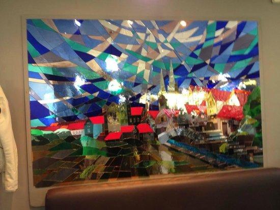 Campanile Chartres : le vitrail de la salle a manger