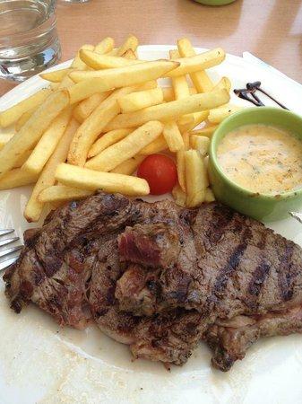 Campanile Chartres : entrecôte délicieuse et frite un peu crue !!