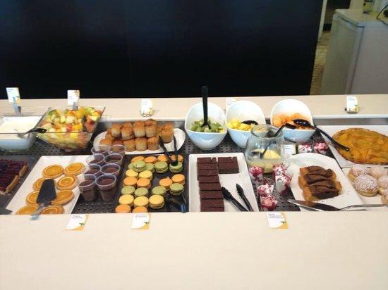 Campanile Chartres : Superbe buffet de dessert