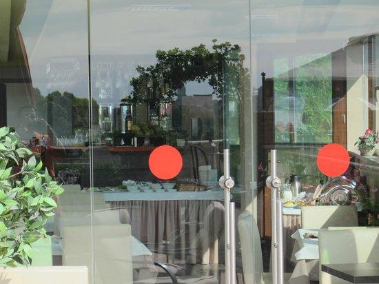 Sharden Villa : مكان الافطار في فندق شاردن فيلا