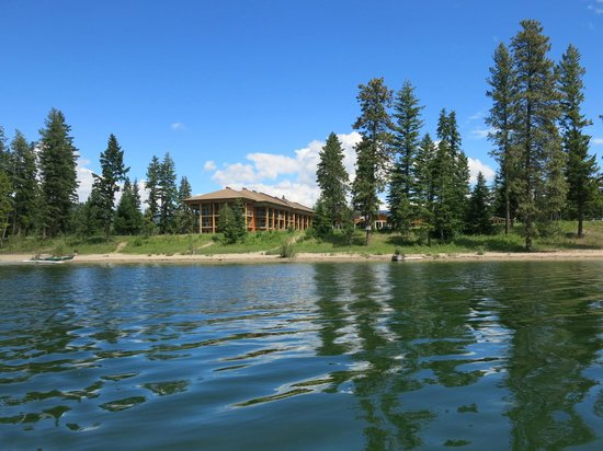 Quaaout Lodge & Spa at Talking Rock Golf Resort: View of hotel from the lake.  Canoes available.