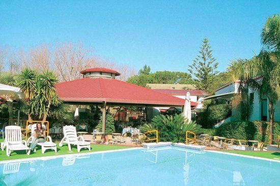 Hotel Village Marina: piscina