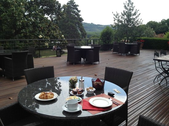 Le Domaine des Buis: Breakfast on Balcony